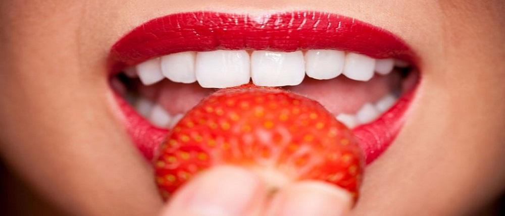5 súper tips para blanquear los dientes amarillos